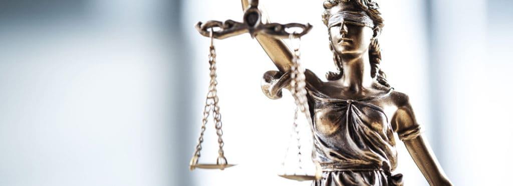 kleine-statue-justicia