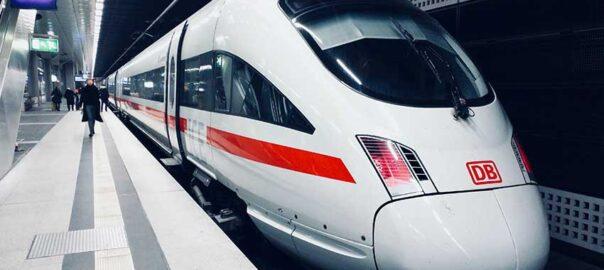 ICE Zug als Symbol des Bahnstreiks - Arbeitsrecht